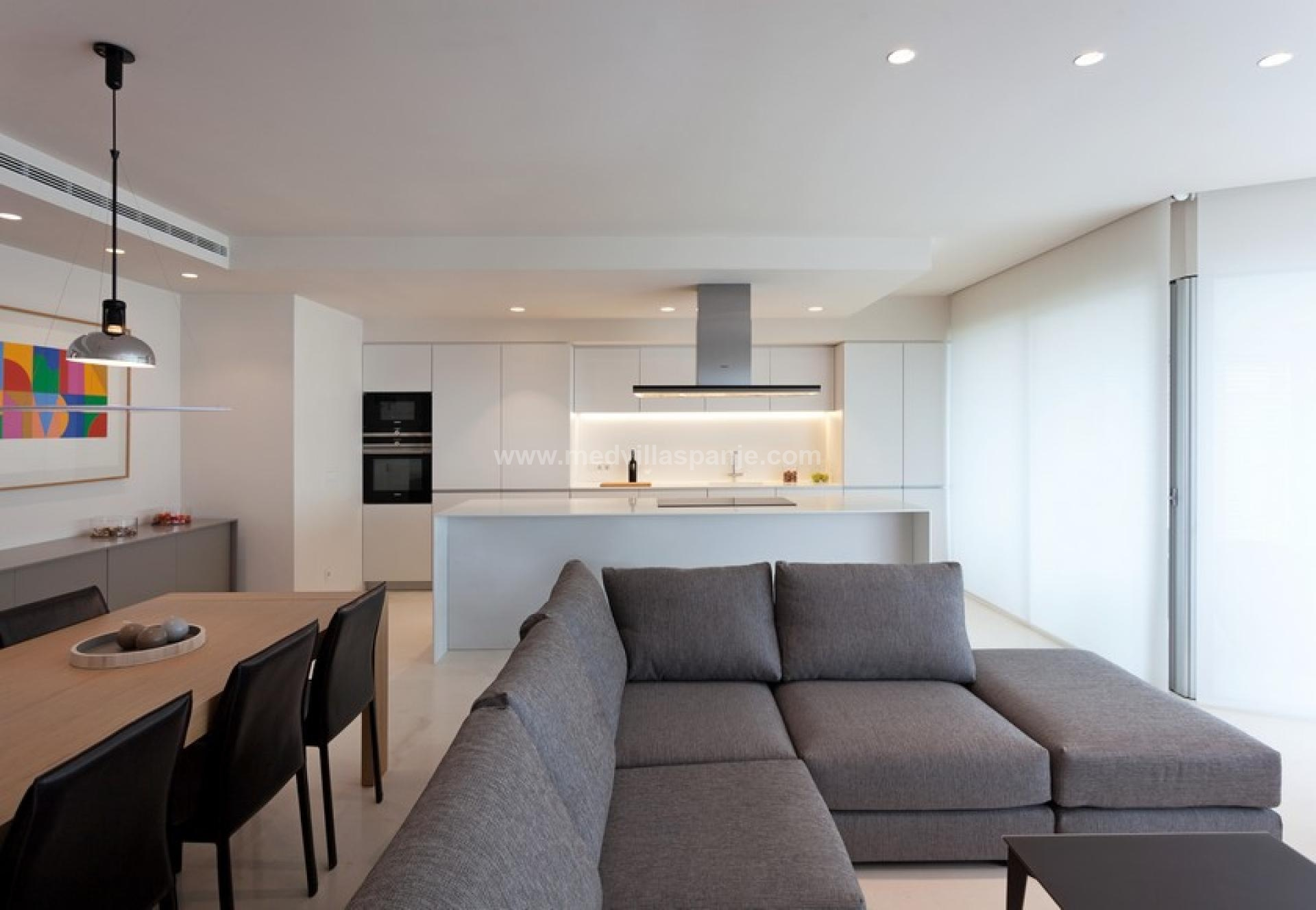 First-line apartments in Torrevieja in Medvilla Spanje