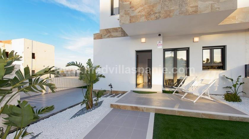 Semi-detached villa Show house for sale in Polop in Medvilla Spanje