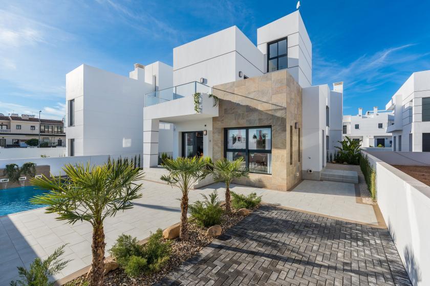 Modern villa for sale in Los Alcazares, Costa Calida in Medvilla Spanje