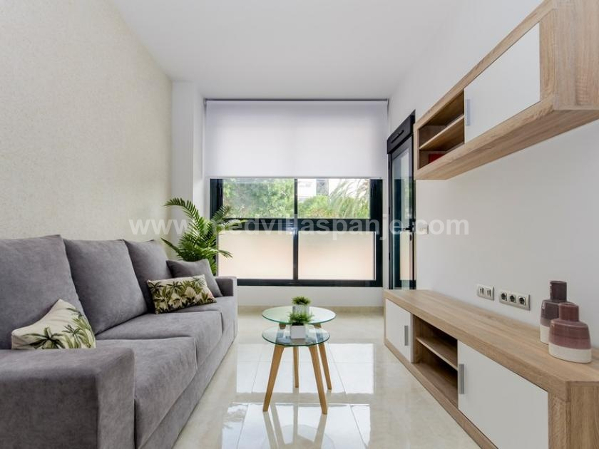 2 bedroom Apartment with terrace in Torrevieja in Medvilla Spanje
