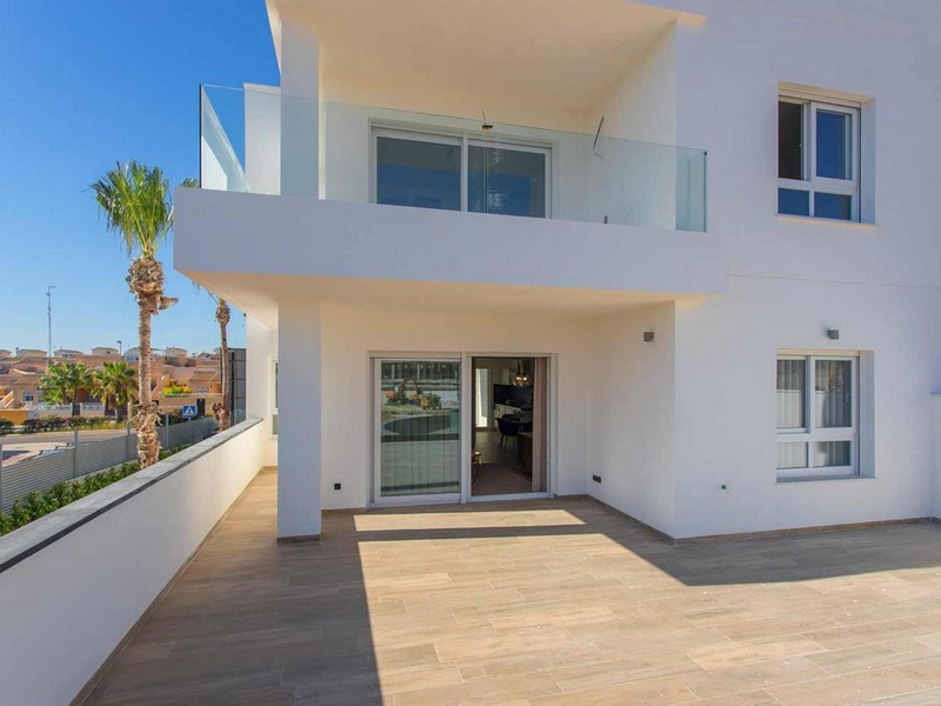 Luxury topfloor apartments in Punta Prima, Orihuela Costa in Medvilla Spanje