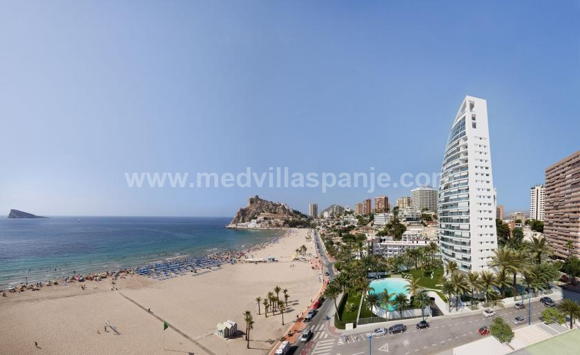 Luxury Apartment for sale Spain, spacious terrace 1 ° line beach in Medvilla Spanje