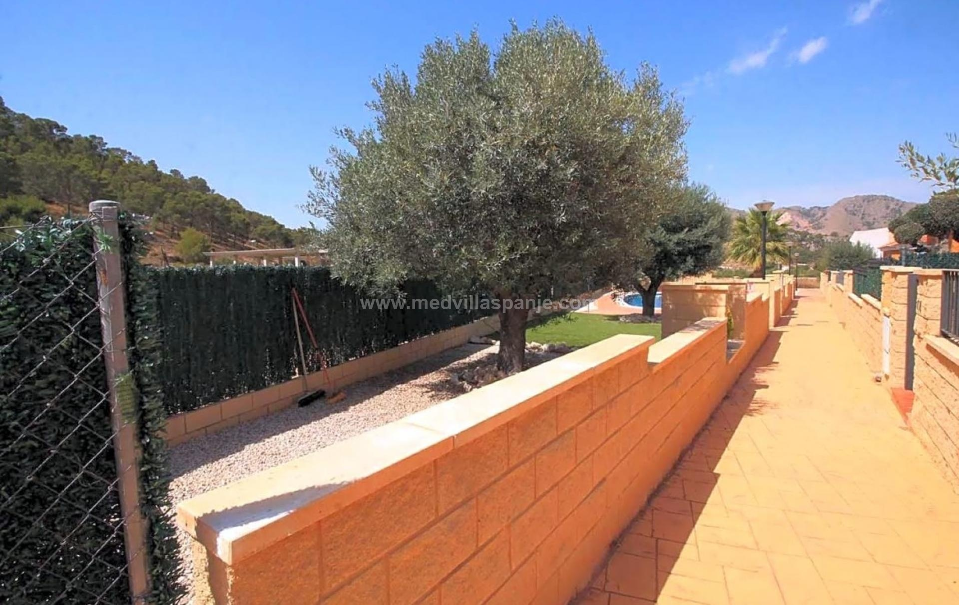 Cheap detached house for sale inland Alicante in Medvilla Spanje