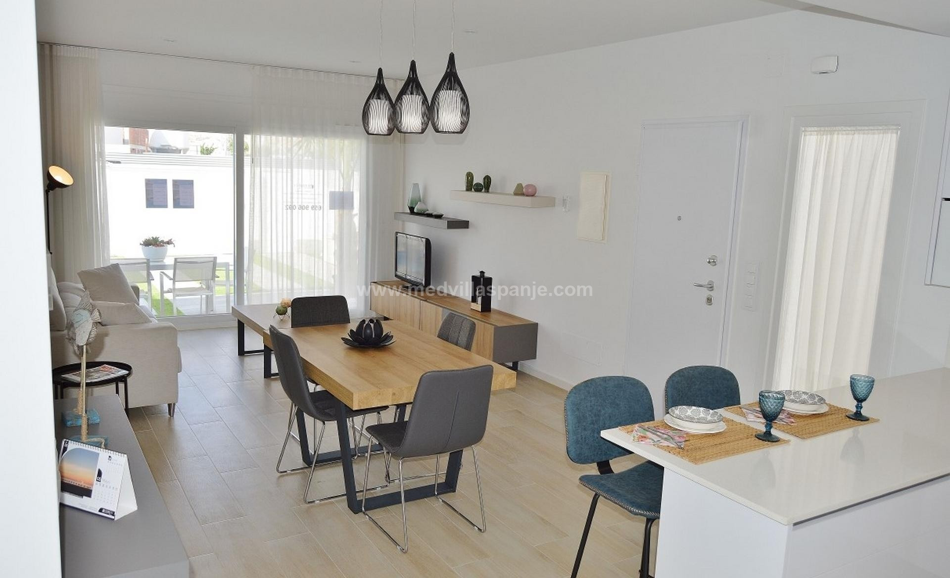 New villas with swimming pool at crazy prices! in Medvilla Spanje