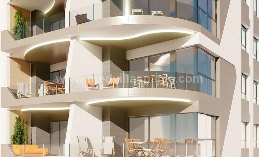 Apartments first line on the beach of Torrevieja in Medvilla Spanje