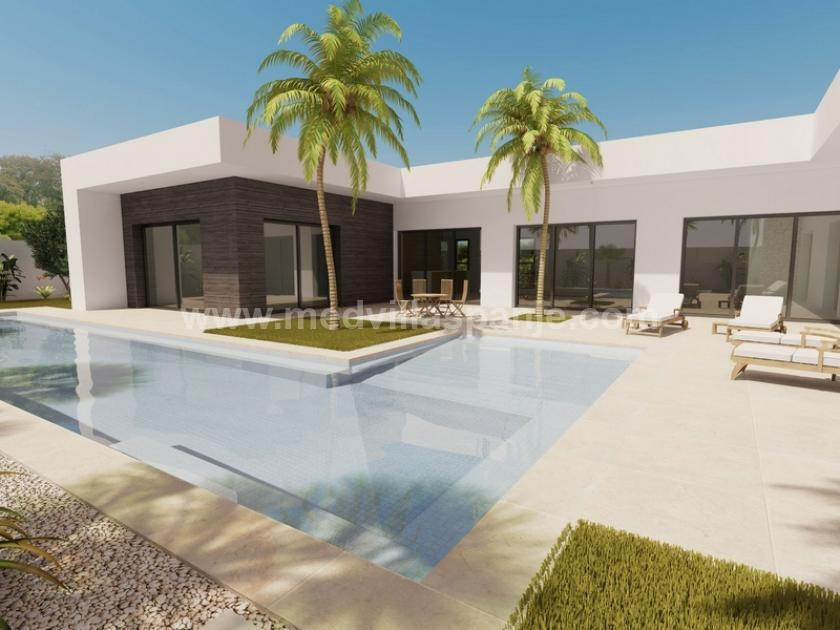 Draw and build your own house 600 m from the beach. in Medvilla Spanje