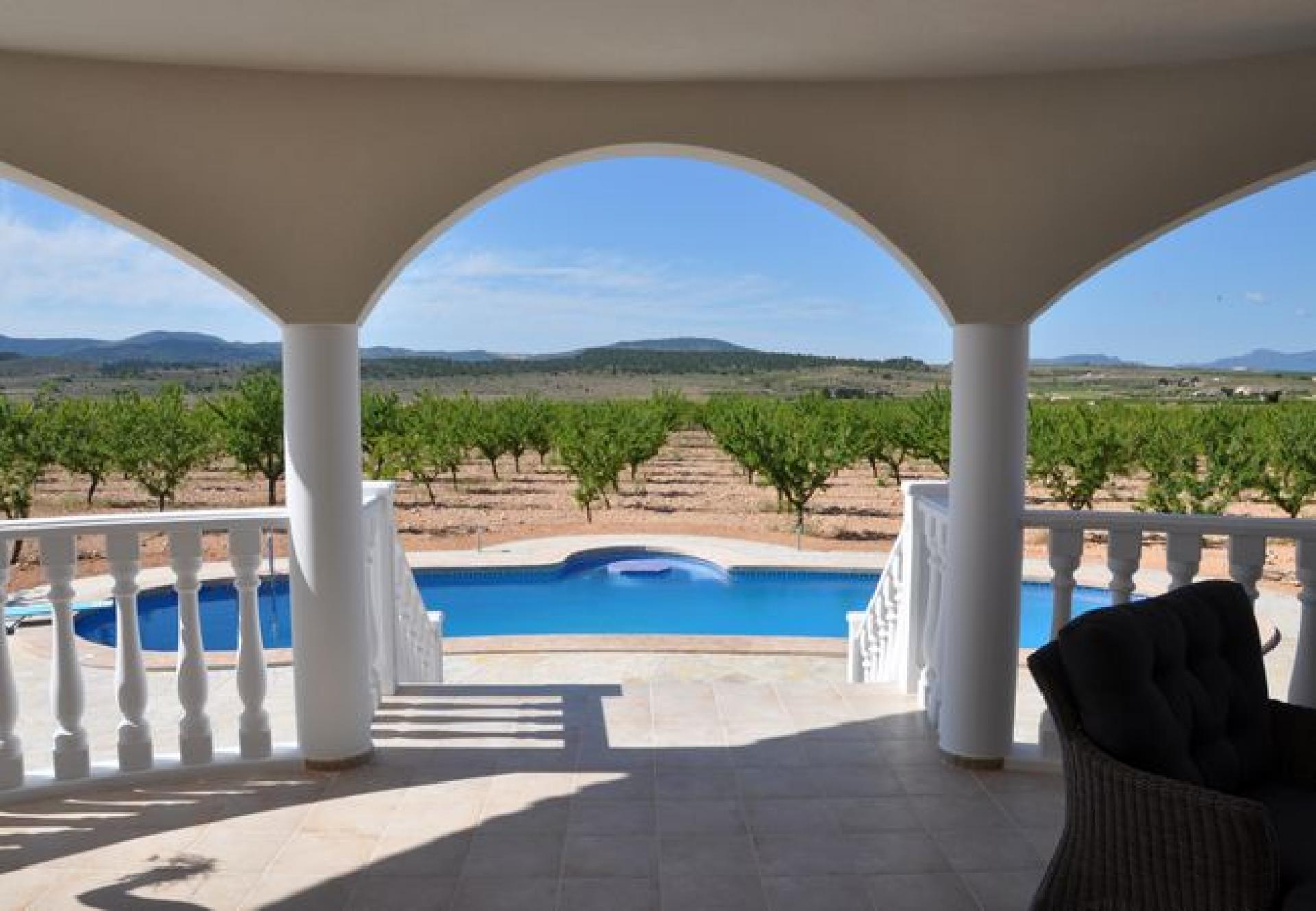 Luxury off plan villa inland Alicante, Costa Blanca in Medvilla Spanje