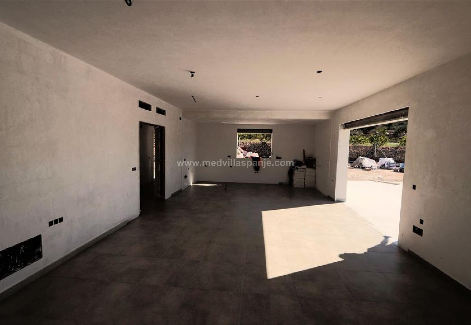 Modern new build villa with double garage and pool in Medvilla Spanje