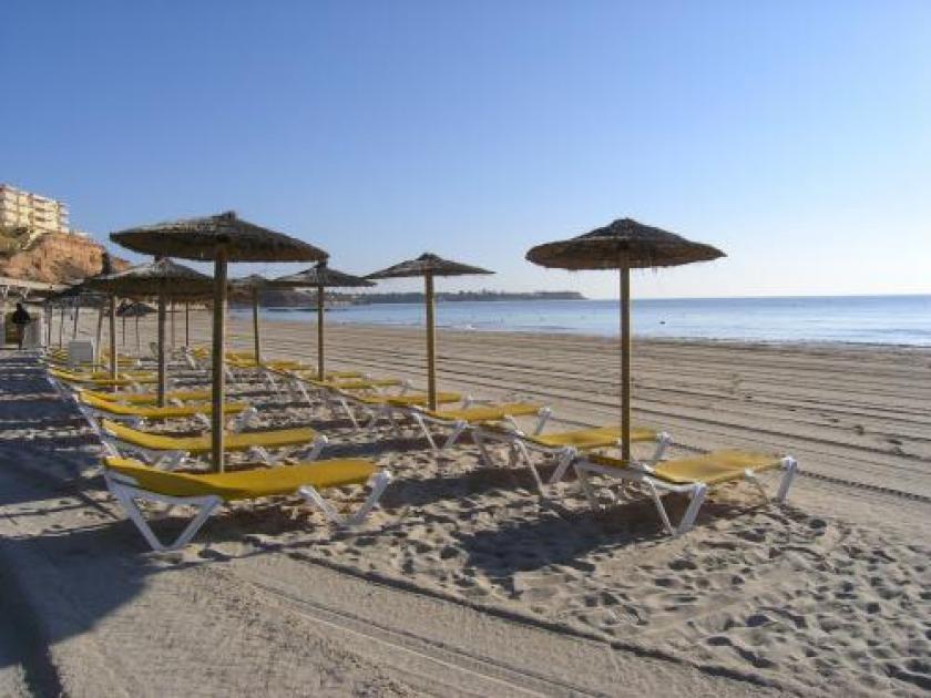 Beach of Dehesa de Campoamor in Medvilla Spanje