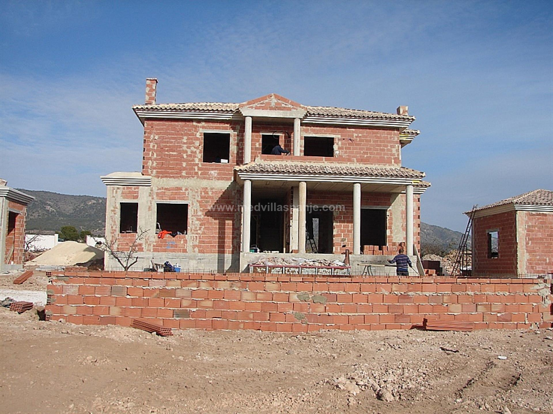 Luxury New Villas with Pool inc. land, licences & legalities in Alicante, Pinoso in Medvilla Spanje