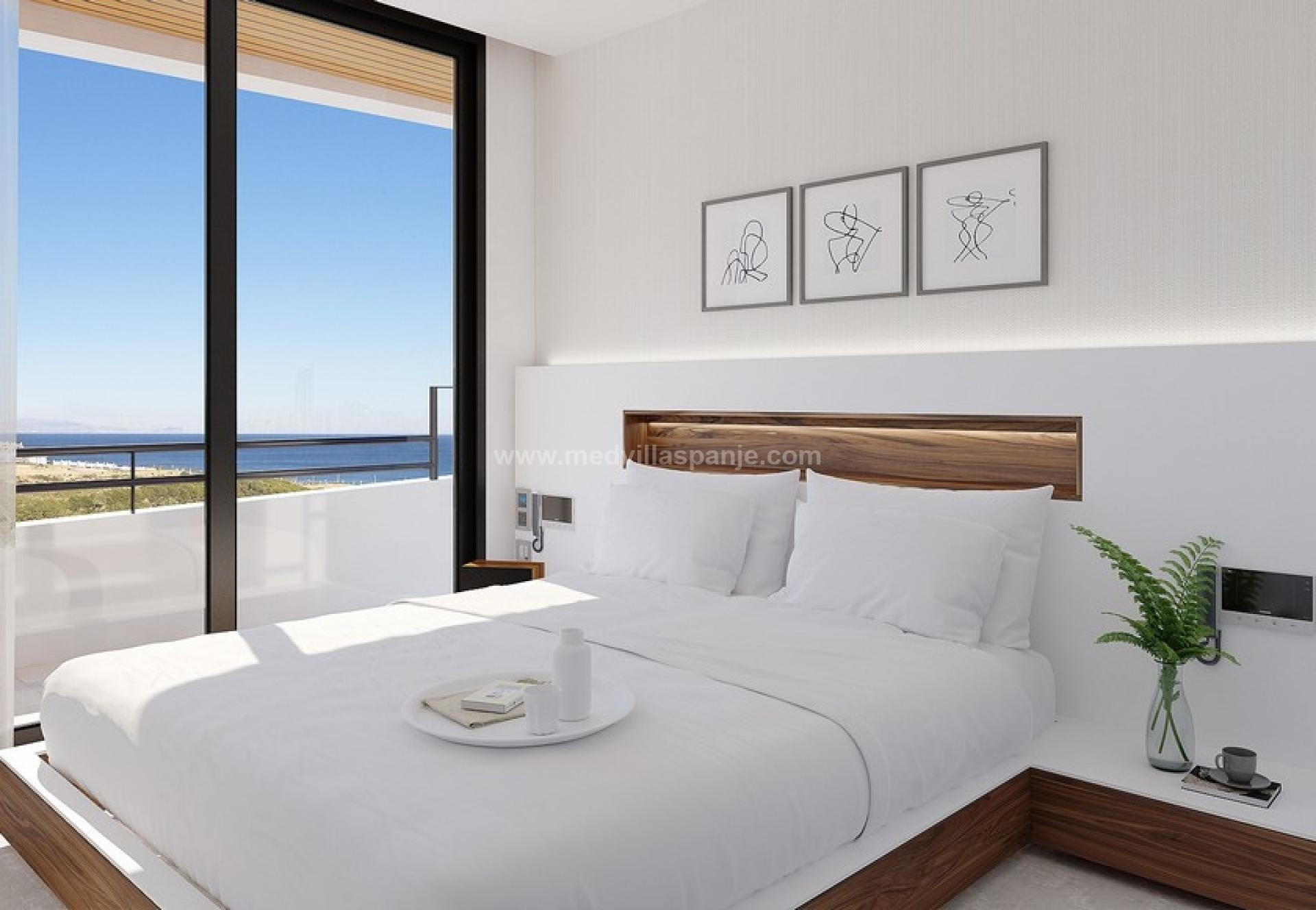 Apartments with sea and beach views of Gran Alacant in Medvilla Spanje