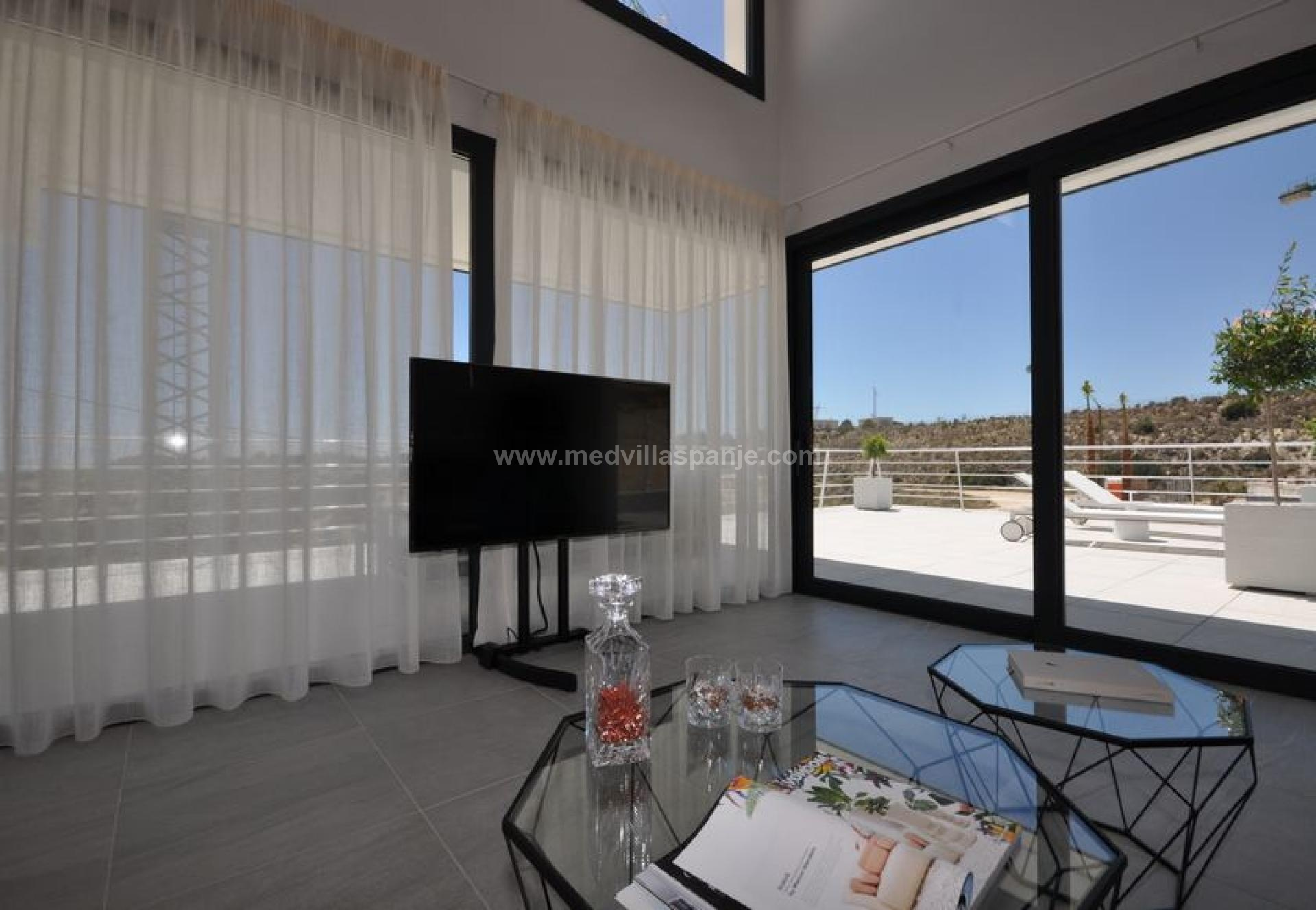 Luxurious villa with private pool and sea views in San Miguel de Salinas in Medvilla Spanje